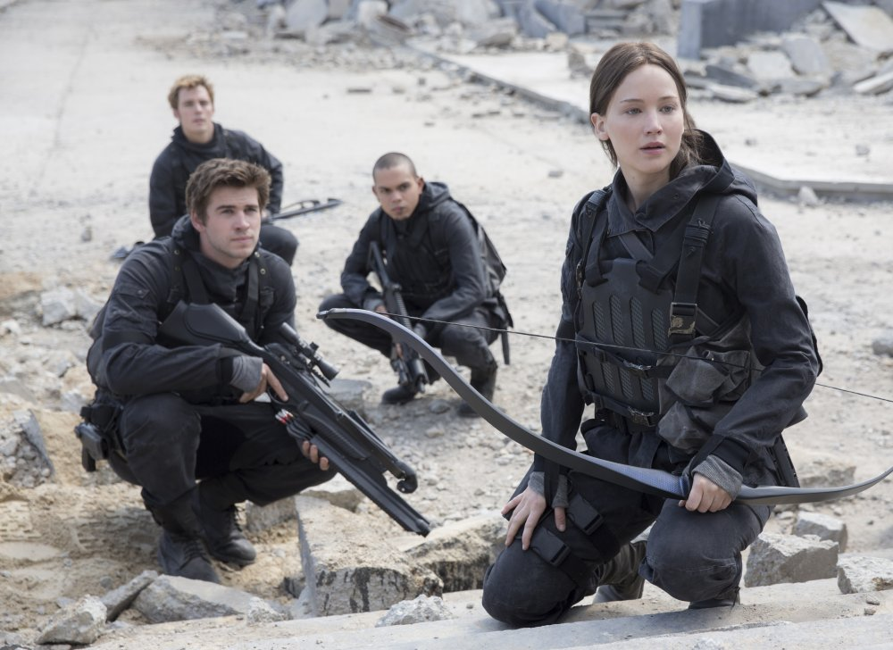 hunger-games-mockingjay-part-two-the-2015-002-katniss-gale-and-two-more-rebels-crouched-in-dust-of-capitol-ORIGINAL 28NOV2015